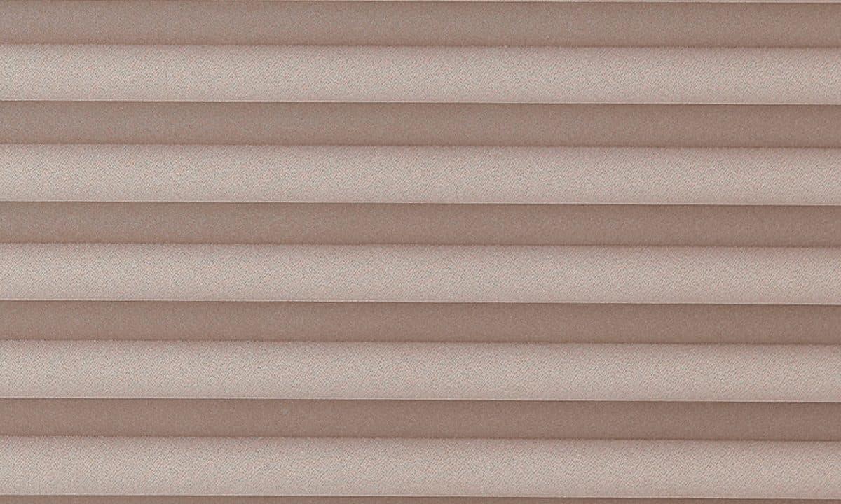 Plisséväv Frankfurt 7002 - Semitransparent - Flamskyddad - Metalliserad baksida - Lämplig i fuktig miljö - Komposition: 100% Trevira CS - Ljusäkthet (färgäkthet): ≥ 5-7 beroende på färg - Prisgrupp 2